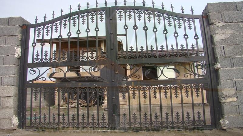 ورودی ویلای بزرگ و زیبا ی زیبا کنار بندر انزلی