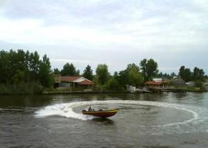 قایق سواری در زیباکنار