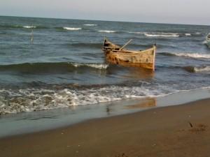 قایق چوبی زیباکنار