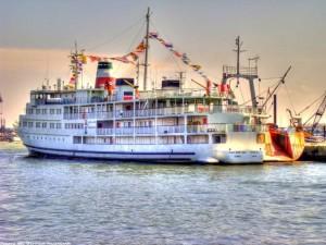 عکس با کیفیت کشتی توریستی میرزا کوچک خان