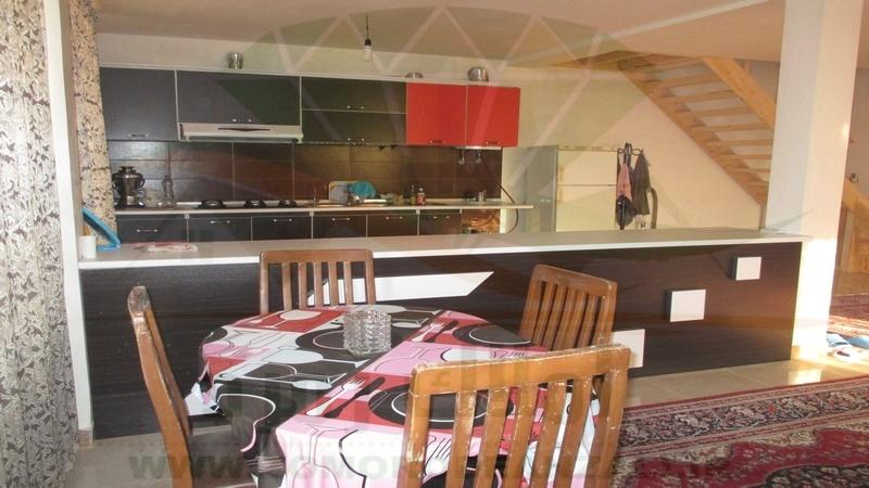 دیزاین آشپزخانه ویلای دوبلکس زیبا کنار